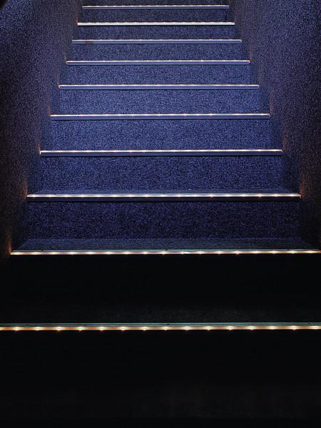 EUROLITE Treppenstufenprofil 10x10mm silber 4m